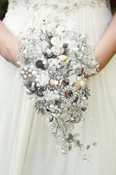The bride's bouquet is almost as important as her wedding dress. With so many flowers and options, it is time to put together your own spring wedding bouquet. Broach Bouquet, Button Bouquet, Wedding Brooch Bouquets, Beaded Bouquet, Crystal Bouquet, Cascade Bouquet, Bouquet Toss, Bouquet Flowers, Brooch Bouquet Tutorial
