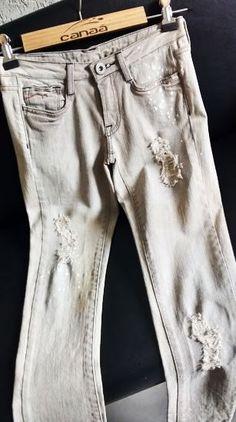 Peça desenvolvida por Canaã Customização. #jeanspassarela #lavanderia #calcajeans #lavagem #modajeans #universocanaa #canaacustomizacao #jeans #customizacao #calcajeans @canaacustomizacao