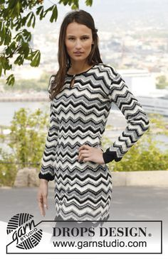 """Knitted DROPS dress with stripes, zigzag pattern and vent in front of neck in """"Fabel"""". Size: S - XXXL. ~ DROPS Design"""