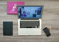 Краудфандинг (сrowdfunding) означает коллективный сбор денежных вложений на запуск стартапа или реализацию социального проекта. Дословный перевод этого термина с английского языка означает «финансирование толпой», что означает добровольное объединение людей (доноров), готовых вложить деньги в проект или компанию (реципиент). Macbook Air, Iphone Macbook, Avon, Pattern Floral, Invitation, Responsive Web Design, Tablets, Tech Gifts, Hd Desktop