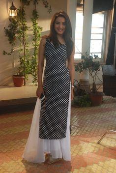 Jasmin Bhasin speaks on the success of Tashan-e-Ishq! Salwar Designs, Kurta Designs Women, Kurti Designs Party Wear, Indian Gowns, Indian Attire, Ethnic Outfits, Indian Outfits, Simple Kurta Designs, Tashan E Ishq