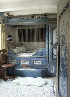 Lit Clos - Blue bed, in a very old Swedish cottage. reminds me of carl larsson. Alcove Bed, Bed Nook, Cozy Nook, Cosy, Cozy Corner, Swedish Style, Scandinavian Style, Scandinavian Bedroom, Scandi Style