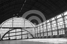 Estación De Tren Blanco Y Negro - Descarga De Over 44 Millones de fotos de alta calidad e imágenes Vectores% ee%. Inscríbete GRATIS hoy. Imagen: 49274206