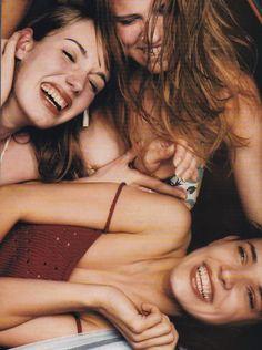 elaine-constantine-italian-vogue-fashion-editor-cathy-kasterine-make-up-debbie-stone-models-date-june-1999-003