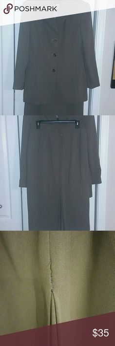 Woman suit Beautiful comfortable lining suit / the color is Olive green Other