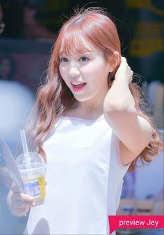 [170610] Meet fans outside MBC - Rachel