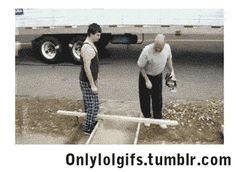 lol funny gifs of construction workers working Funny Fails, Funny Jokes, Hilarious, Darwin Awards, Comic, Fail Video, Humor, Funny People, Dumb And Dumber