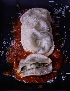 Murzillo Saporito | Potatoes and kale ravioli with pork ribs ragout Pasta, Pork Ribs, Kale, Camembert Cheese, Potatoes, Blog, Pork Spare Ribs, Collard Greens, Potato
