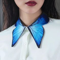 Fine Art Collection gorgeous white Shirt with blue butterfly wing collar and cuff design – Decor Style 2019 Fashion Details, Look Fashion, Diy Fashion, Ideias Fashion, Fashion Dresses, Womens Fashion, Fashion Design, Fashion Shirts, Butterfly Fashion