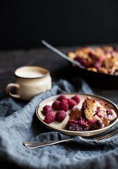 Voici quelques faits sur les fraises et les framboises qui risquent de vous inciter à cuisiner cette recette (comme si je ne vous avais pas déjà eus à «casserole de pain doré»).