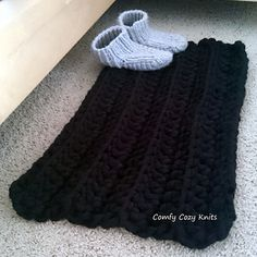 What better way to wake up in the morning than to sink your feet into some soft, squishy yarn?!