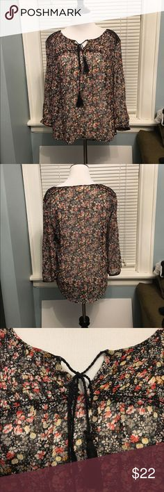 Two by Vince Camuto top Cute, flowy peasant top by Two by Vince Camuto. A little sheer, so you'll need to wear a cami underneath.  Great condition - smoke free home! Two by Vince Camuto Tops