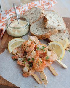 Recept: Garnalenspiezen met knoflook en citroen Tapas, Birthday Weekend, Happy Foods, Scampi, Other Recipes, Food Inspiration, Barbecue, Shrimp, Pasta