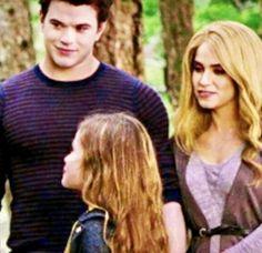 Rosalie Cullen, Rosalie Hale, Twilight Breaking Dawn, Breaking Dawn Part 2, Twilight Renesmee, Twilight Saga, 2 Movie, Vampire Diaries, Drawing Ideas