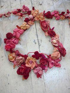 Antique Victorian Ribbonwork Roses Velvet Garland Millinery Dolls 75 Flowers