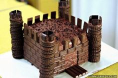 Chocolate Castle... someone needs a medival themed birthday so I can make this!!!