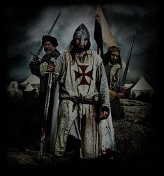 TEMPLARIOS nos transporta a los orígenes de La Orden del Temple, centrándonos en la Península Ibérica; en la Primera y Segunda Cruzada.