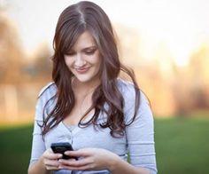 DESCONECTARTE CON TU CELULAR. El celular puede ser uno – si no es que es EL- aparato que nos mantiene más conectadas con el mundo. Por eso mismo, muchas veces es la fuente de nuestro stress, ansiedad, menos horas de descanso al día y un sin número de efectos negativos que produce la dependencia a éste. En Mujer Paris te damos algunos tips para que te relajes con tu celular: http://www.mujerparis.cl/2013/05/desconectarte-con-tu-celular/