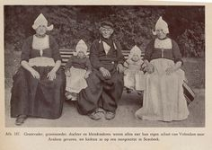 Volendam familie 1920 by janwillemsen, via Flickr