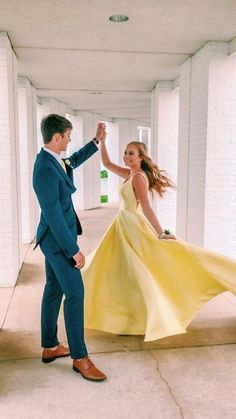 Yellow Long Prom Dress with Pockets can find Prom poses and more on our website.Yellow Long Prom Dress with Pockets Prom Pictures Couples, Prom Couples, Prom Photos, Cute Couples, Prom Pics, Cute Homecoming Pictures, Prom Dresses With Pockets, Cute Prom Dresses, Wedding Party Dresses