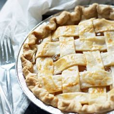 How to make Apple Pie with Apple Pie Filling - food - Torten Canned Apple Pie Filling, Filling Food, Vidalia Onion Recipes, Easy Blueberry Pie, Frozen Pie Crust, Pumpkin Pie Mix, Canned Apples, Apple Pie Recipes, Homemade Pie
