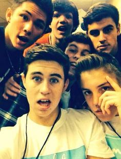 """Some random Viners on Vine. I love Nash Grier. <3 ---- WHY DOES THE UNIVERSE HATE ME THEY ARE NOT """"SOME VINERS ON VINE"""""""
