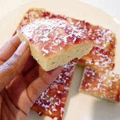 Raspberry And Coconut Cake, Coconut Sponge Cake, Coconut Jam, Coconut Flour Recipes, Low Syn Cakes, Slimming World Cake, Sponge Cake Recipes, Cake Tins, World Recipes