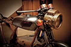 One of my favorite builds to follow... great vintage headlamp