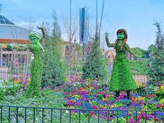 Anna and Elsa    Topiaries at the2015 Epcot International Flower & Garden Festival