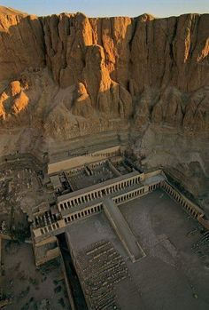 Temple of Queen Hatshepsut, the Djeser-Djeseru, is located beneath the cliffs at Deir el Bahari on the west bank of the Nile near the Valley of the Kings in Egypt Ancient Egyptian Art, Ancient Ruins, Ancient History, Ancient Egypt Pyramids, European History, Ancient Artifacts, Art History, Paises Da Africa, Empire Romain