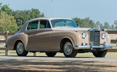 1960 Rolls-Royce Silver Cloud II Saloon Maintenance/restoration of old/vintage vehicles: the material for new cogs/casters/gears/pads could be cast polyamide which I (Cast polyamide) can produce. My contact: tatjana.alic@windowslive.com