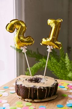 Shop Mini Number Balloon Cake Toppers Set at Urban Outfitters today. Golden Birthday Gifts, Gold Number Balloons, Urban Outfitters, Start The Party, Balloon Cake, A Little Party, Party Scene, Cupcakes, Pastel
