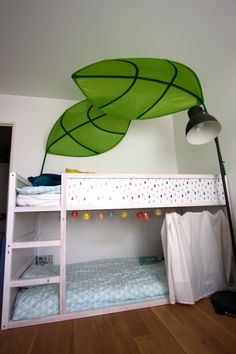 Ikea Hack : kura bed for two boys with white decor, lights and curtain on Les Vies d'Amélie