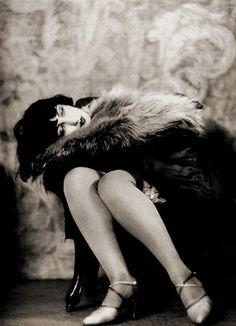 Woman in fur (Kiki de Montparnasse) , 1926 Alexander Grinberg Harlem Renaissance, Man Ray, Belle Epoque, Roaring Twenties, The Twenties, Vintage Beauty, Vintage Fashion, Vintage Glam, Kiki De Montparnasse