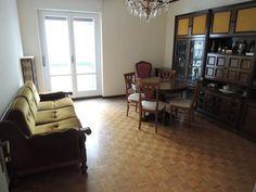 Vendita Appartamento Trieste. Trilocale in via del Coroneo 41. Buono stato, terzo piano, balcone, riscaldamento centralizzato