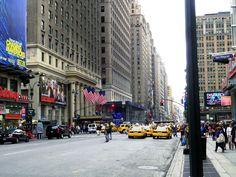 Wer nach New York kommt, schaut sich nicht nur all die vielen #Sehenswürdigkeiten an, er bringt auch die Kreditkarte zum glühen. #Shoppen ist neben #Sightseeing das zweite MUSS.….www.welt-sehenerleben.de #NewYork #Amerika #USA