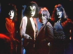 Kiss on Shandi music video clip Kiss Images, Kiss Pictures, Great Bands, Cool Bands, Kiss Group, Jazz, Kiss Members, Eric Carr, Peter Criss