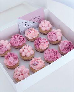 Cupcakes Design, Cupcake Cake Designs, Cake Decorating Techniques, Cake Decorating Tips, Pretty Cakes, Cute Cakes, Birthday Cupcakes, Mini Cupcakes, Mini Vanilla Cake Recipe