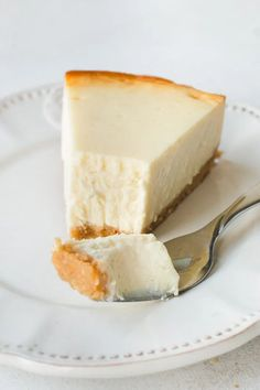 The most amazing cheesecake, baked without a water bath! Creamy, rich, dense and tall new New York cheesecake. #recipe #cheesecakerecipes