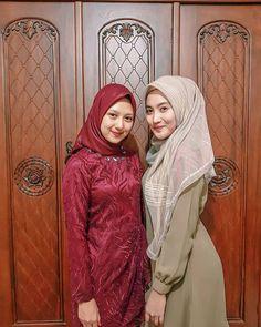 MashaAllah alhamdulillah ya tik❤ - Another! Beautiful Muslim Women, Beautiful Girl Indian, Beautiful Hijab, Hijabi Girl, Girl Hijab, Hijab Outfit, Bali Girls, Kebaya Muslim, Arab Girls Hijab