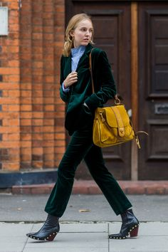 Wear velvet suit + pants this spring, beautiful fashion, let's take a look! - Page 5 of 53 - slleee Asos Fashion, Tomboy Fashion, Fashion Outfits, 2016 Fashion Trends, Fashion News, Velvet Suit, Velvet Fashion, Street Style Women, Autumn Winter Fashion
