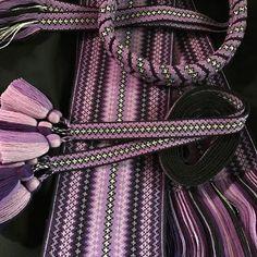 Lilla Stakkbelte m/ forkleband og vippe #stakkbelte #forkleband #vippe #stakk #beltestakk #brikkevev #brikkevevbelte #bunad #bunadsbelte #håndarbeid #norsktradisjon #lilla #telemark #skien #handwoven #tabletweaving Tablet Weaving, Weaving Projects, Scandinavian, Costumes, Image, Fashion, Moda, Knitting Projects, Dress Up Clothes