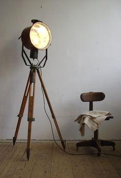 Tripod Floorlamp | artkraft Loftdesign