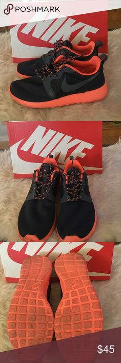 Nike Rosherun HYP Used in great condition comes with box Nike Shoes Athletic Shoes