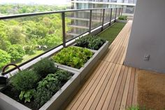 balkon sichtschutz windschutz ideen vertikal garten. Black Bedroom Furniture Sets. Home Design Ideas