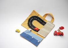 Car roll holder and little play mat for kids, travel toy, on the go. Ready to ship on Etsy, 26,00€