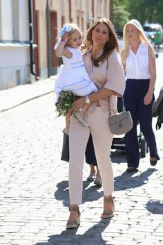 Royal Family Around the World: Princess Madeleine of Sweden Beauty And Fashion, Fashion Looks, Royal Fashion, Girl Fashion, Fashion Photo, Chloe Bag, Madeleine Of Sweden, Sweden Fashion, Summer Outfits