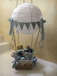 Gift for baptism - Geschenke - Pregnancy Gifts Deco Baby Shower, Baby Shower Baskets, Shower Bebe, Baby Baskets, Baby Shower Balloons, Baby Shower Parties, Baby Boy Shower, Baby Shower Gifts, Baby Gift Hampers