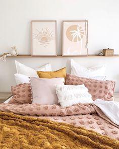 Room Ideas Bedroom, Home Decor Bedroom, Blush Bedroom Decor, Blush Pink Bedroom, Serene Bedroom, Bedroom Bed, Bedroom Inspo, Bedroom Colors, Light Pink Bedrooms
