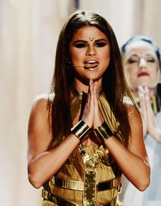 Selena Gomez performing Come and Get It!!!!!!!!!!!!!!!